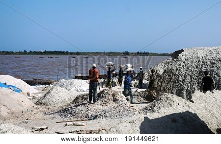 Salt mining in Rose Lake - 15-11-2012 Dakar Senegal