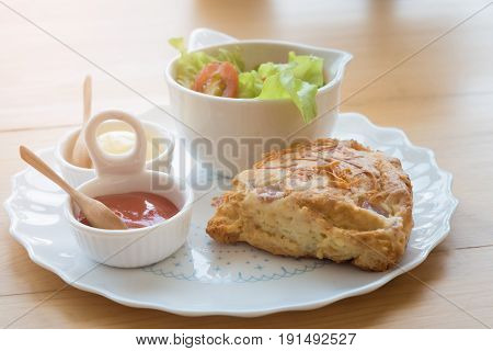 Scones With Cheddar And Bacon With Vegetable Salad
