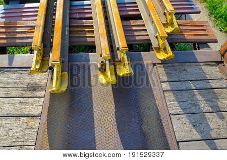 Railhead elements. Transportation of long new rails on a freight car. Endless path. The rail lash. Special load.