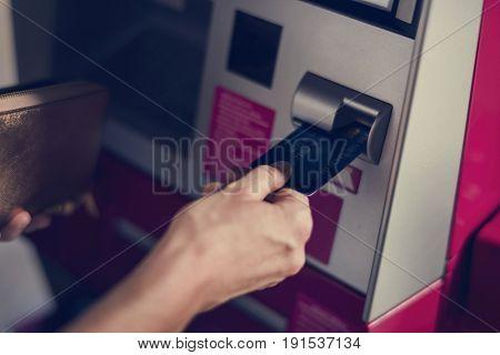 People withdraw money using machine