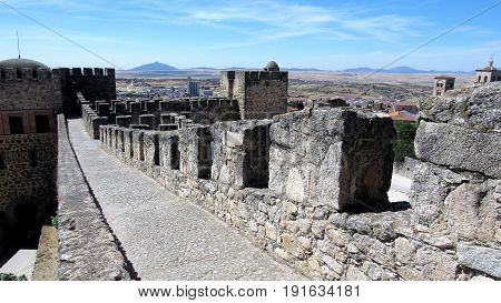 Walking along the wall in the castle of Trujillo. Paseando por la muralla en Trujillo ,Caceres.