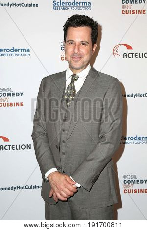 LOS ANGELES - JUN 16:  Jonathan Silverman at the 30th Annual Scleroderma Benefit at the Beverly Wilshire Hotel on June 16, 2017 in Beverly Hills, CA