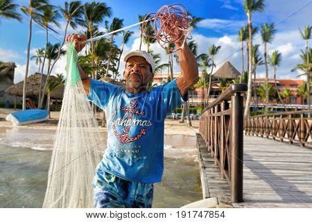 JAN 15 2017 BAVARO DOMINICAN REPUBLIC - Unidentified fisherman throwing fishing nets