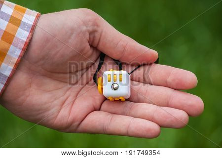 Fidget Cube, Cube antistress in the hand