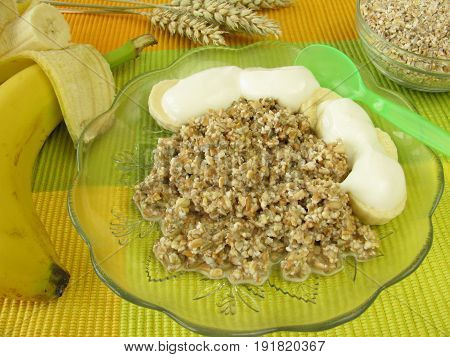Fresh grain muesli with banana and yogurt