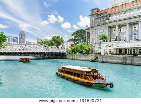 Traditional Tourist Boats Sailing Along The Singapore River