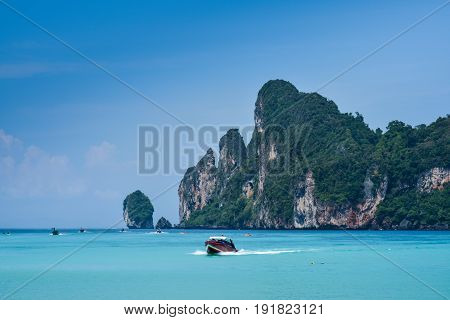 The beautiful view of Loh Dalum Bay in Phi Phi Island - Thailand