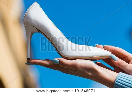 Hand With Glamour Female Shoe White Color Leather