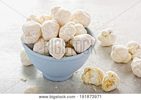 White toffee popcorn coated in white chocolate