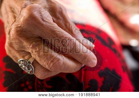Approach of the right hand of an older woman