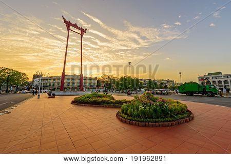Giant swing landmark in the city / Sao Ching Cha