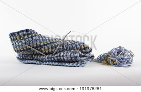 Knitted fabric for a winter scarf made of woolen thread