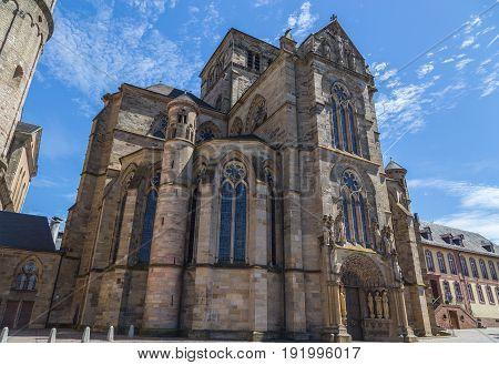 Liebfrauenkirche in Trier mit blauem Himmel picture