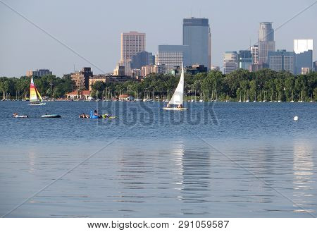 Minneapolis, Usa - July 16, 2015: Scenic View Of Downtown Minneapolis, Minnesota With Lake Calhoun A