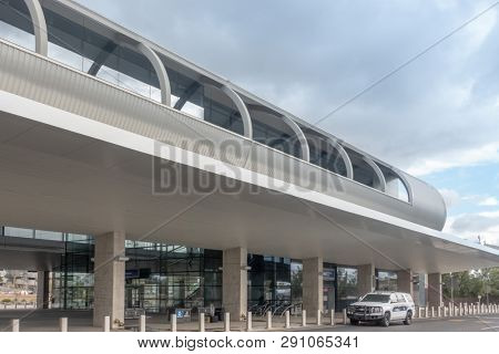 Phoenix,Az,USA -2.18.19  The Pho Sky Train is a 24-hour electric people mover at Phoenix Sky Harbor Airport. The first segment opened to the public on April 8, 2013.
