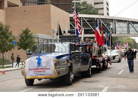 Houston, Texas, Usa - November 11, 2018: The American Heroes Parade, A Dodge, Ram, Pulling A Trailer
