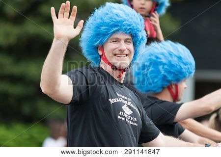Louisville, Kentucky, Usa - May 03, 2018: The Pegasus Parade, Man Wearing A Blue Wig Promoting Texas