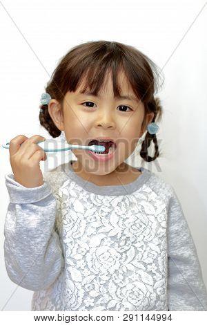 Japanese Girl Brushing Her Teeth (4 Years Old)