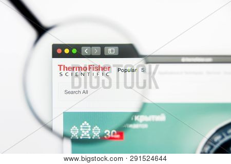 Los Angeles, California, Usa - 25 March 2019: Illustrative Editorial Of Thermo Fisher Scientific Web