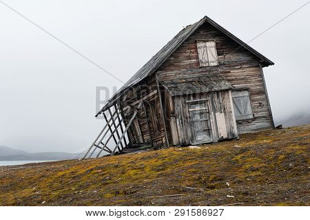 Crooked House On The Coast Of Svalboard, Dilapidated And Lost -  Former Built To Use It As An Hotel