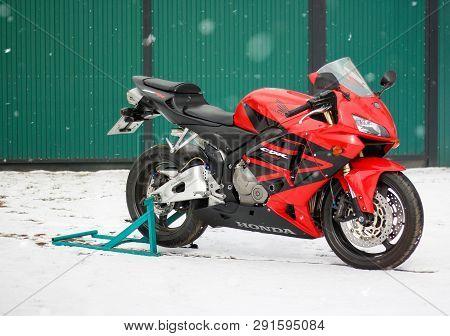 Krasnoyarsk, Russia - March 18, 2019: Red And Black Sportbike Honda Cbr 600 Rr 2005 Pc37 In Winter.