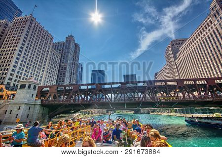 Chicago, Usa - July 15, 2017: Chicago Water Taxi In Downtown Chicago On July 15, 2017. The Chicago R