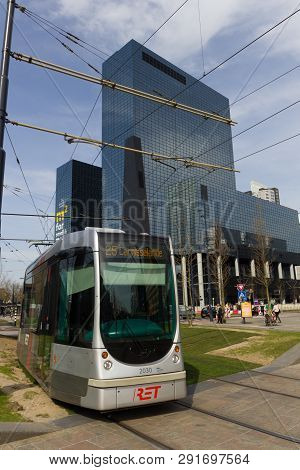 Rotterdam, The Netherlands - April 7 2018: Modern Architecure Of City Centre Of Rotterdam With Ret T