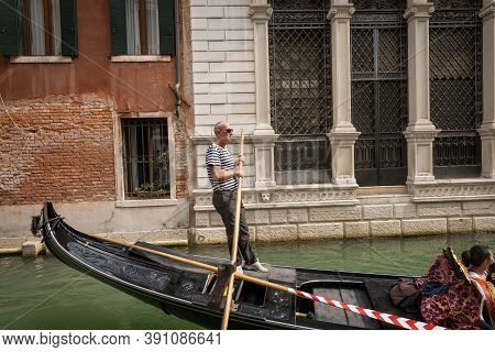 Venice, Italy - Sept 13, 2015: One Gondolier With Tourists On The Gondola, Typical Venetian Rowing B