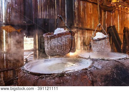 Boil Salt, Lapping Crystallized Salt From Boiled Saltwater Folk Profession Old Fashioned.