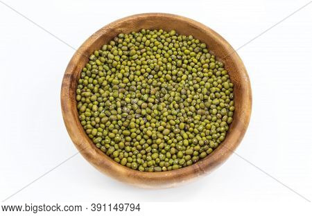 The Legumes Of The Mung Green And Oval Shape In A Round Bowl On A White Background