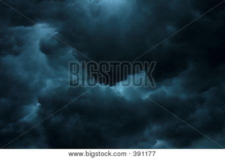 Dark Gewitterhimmel