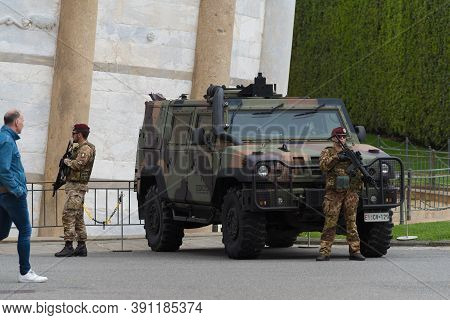 Pisa, Italy - April 24, 2019: Heavily Armed Italian Soldiers In Front Of The Leaning Tower Of Pisa
