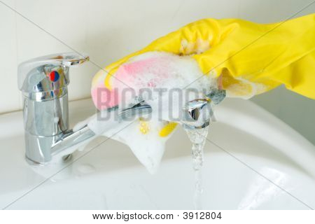 Sanitary Clearing Of A Sink