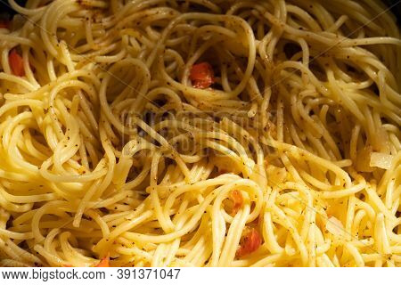 Cooked Spaghetti With Seasoning And Pepper.cooked Spaghetti With Seasoning And Pepper