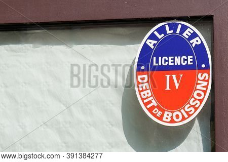 Moulins , Auvergne / France - 10 20 2020 : Licence Iv Allier Plate Sign And Text For Alcohol French