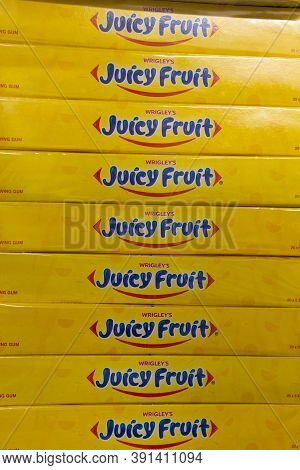 Tyumen, Russia-october 11, 2020: Chewing Gum 5 Sticks. Juicy Fruit Chewing Gum Are Produced By Wrigl