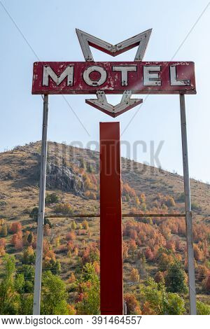 Lava Hot Springs, Idaho - September 21, 2020: Retro Neon Sign For A Motel In The Rural Idaho Town, T