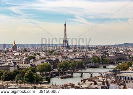 Paris, France - Audust 30, 2019: This Is A Panoramic View Of The Central Part Of The Urban Left Bank