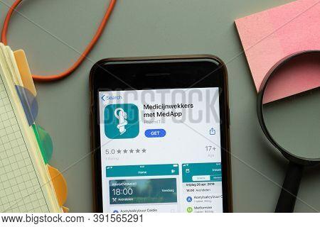 New York, Usa - 26 October 2020: Medicijnwekkers Met Medapp Mobile App Logo On Phone Screen Close Up
