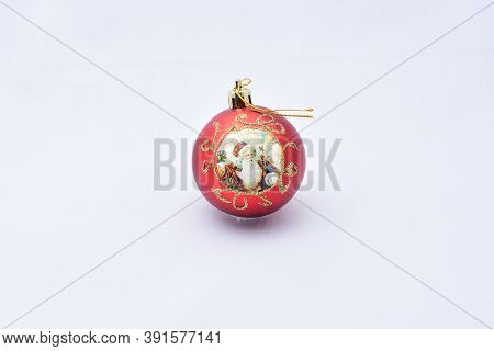 Christmas Tree Toys, Red Balloon, With The Image Of Santa Claus, On A White Background