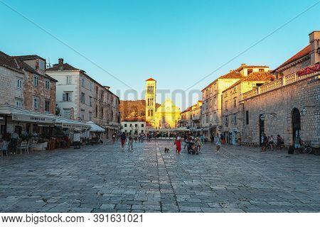 Hvar Croatia - 17 August 2020: Main Square Of Hvar Town With Walking People. Dalmatia Region, Croati