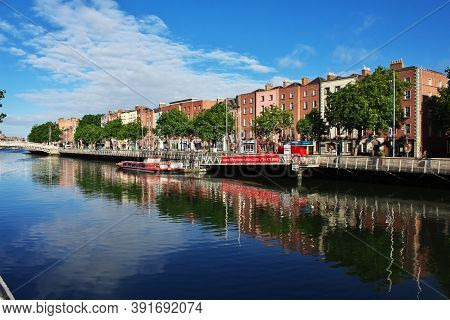 Dublin, Ireland - 03 Aug 2013: The Riverfornt In The Center Of Dublin, Ireland