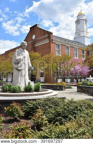 West Hartford, Ct - May 16: Noah Webster Statue In West Hartford, Connecticut, As Seen On May 16, 20