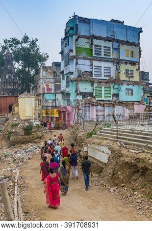 Varanasi, India - November 07, 2019: Run Down Apartment Building In The Center Of Varanasi, India