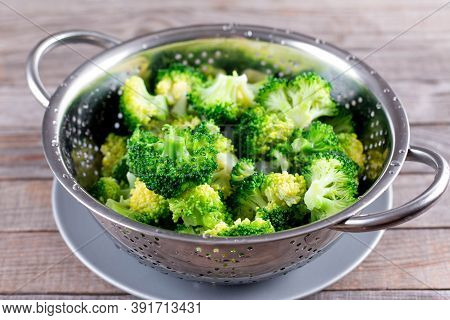 Blanched Broccoli In Colander On A Wooden Background. Healthy Diet. Colander With Fresh Green Brocco