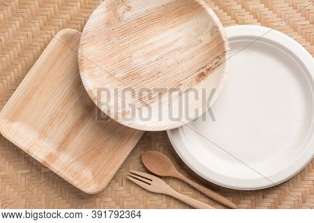 Betel Palm Leaf Plate (biodegradable, Compostable Or Eco Friendly Disposable Plate) On Woven Bamboo