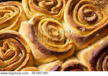 Homemade Sweet Rolls During The Pandemic. Homemade Bakery. Flour-based Foods. Meals In Confinement.