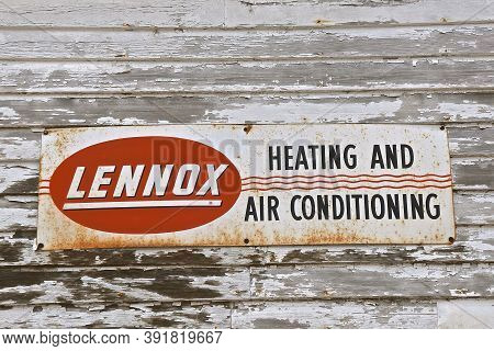 Wheaton, Minnesota, September 12, 2020: The Old Lennox Sign Represents An Intercontinental Provider