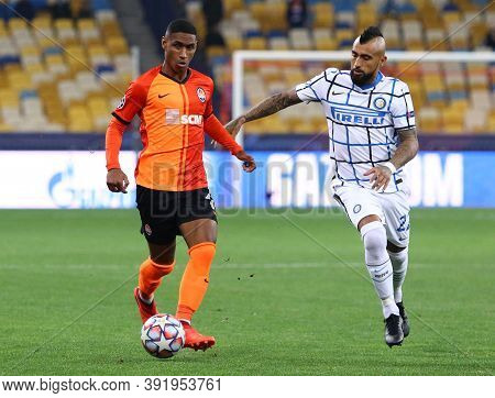 Kyiv, Ukraine - October 27, 2020: Tete Of Shakhtar Donetsk (l) Fights For A Ball With Arturo Vidal O