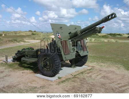 British 25-pounder field gun as D-Day memorial, Normandy